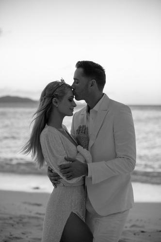 Фото №2 - Пэрис Хилтон выходит замуж! Рассматриваем новое кольцо и вспоминаем 3 предыдущих