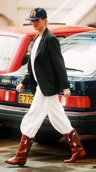 Фото №7 - Любимый предмет гардероба: как принцесса Диана носила жакеты и блейзеры— 30 вдохновляющих примеров