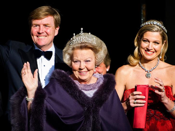Фото №1 - Короли на пенсии: 8 монархов, которые отреклись в пользу детей