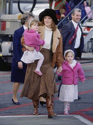 Фото №4 - Гнев Королевы: из-за чего Беатрис и Евгении однажды пришлось спешно покинуть Балморал
