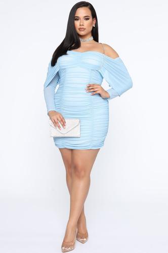 Фото №1 - Много красоты: 15 платьев на выпускной для plus size девчонок 👗