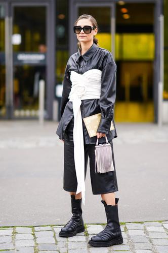 Фото №7 - Как носить кожаные рубашки: стильные идеи на каждый день