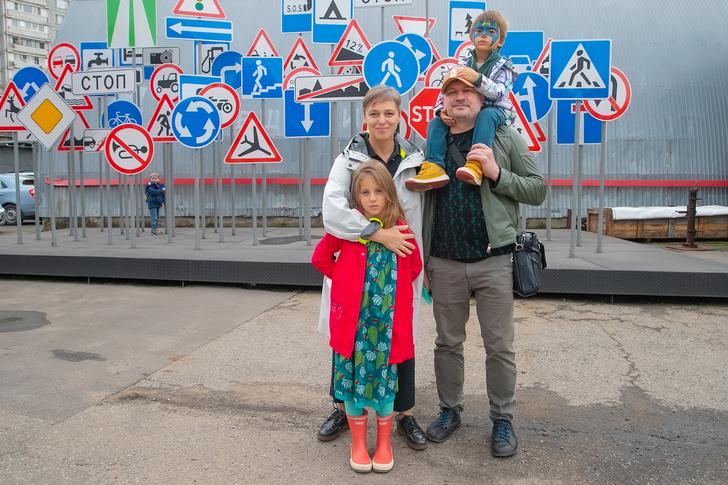 Нелли Уварова и Александр Гришин с детьми