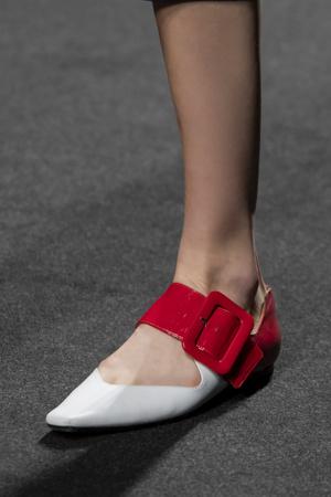 Фото №13 - Самая модная обувь весны и лета 2021: советы дизайнеров