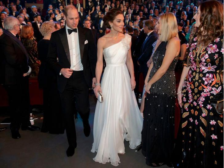Фото №10 - Любимый бренд: самые роскошные выходы герцогини Кейт в Alexander McQueen