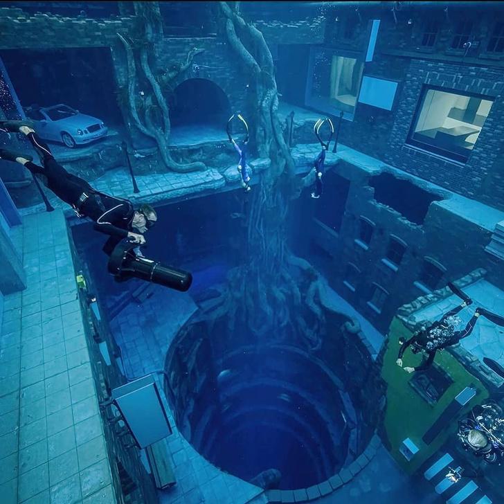 Фото №1 - В Дубае открылся самый глубокий в мире бассейн для дайвинга