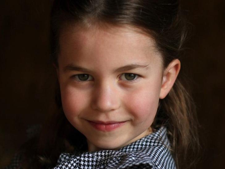 Фото №1 - Непростая роль, к которой уже готовят принцессу Шарлотту