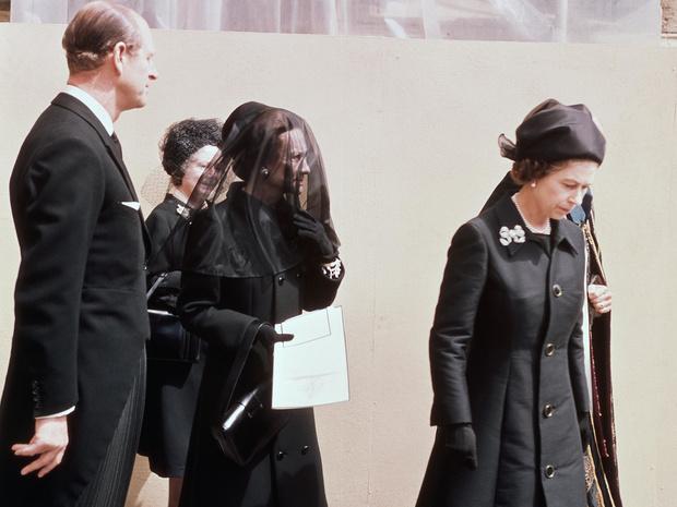 Фото №4 - Простить изгнанника: каким трогательным жестом Елизавета II почтила память бывшего короля Эдуарда VIII