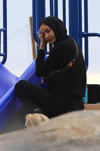 Фото №3 - Кожаные шорты и мотокорсет: Шейк снялась в смелом клипе