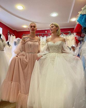 Фото №3 - Битва невест: кто круче смотрится в свадебном платье— Даня Милохин или Настя Ивлеева? 😂