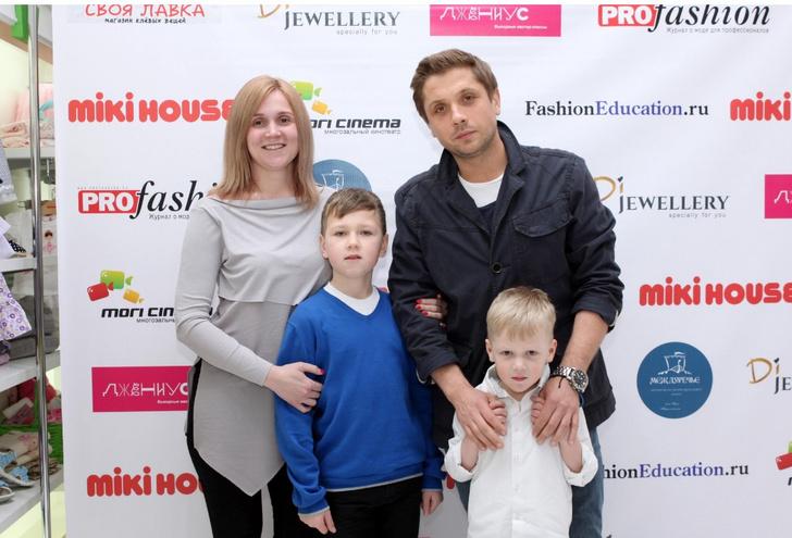 Роман Маякин и Елена Кулеева с детьми