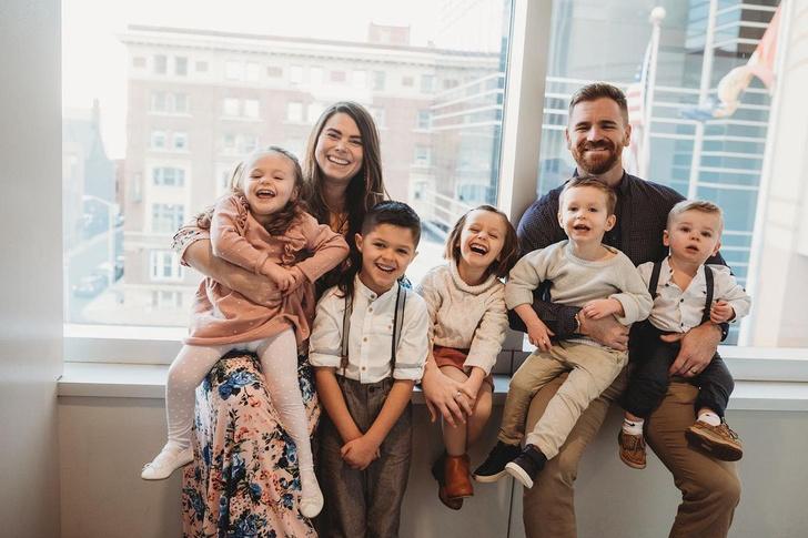 Фото №10 - Женщина усыновила четверых детей, а через год родила четверняшек