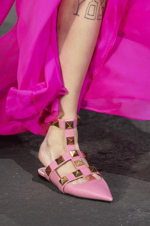 Фото №3 - Самая модная обувь весны и лета 2021: советы дизайнеров