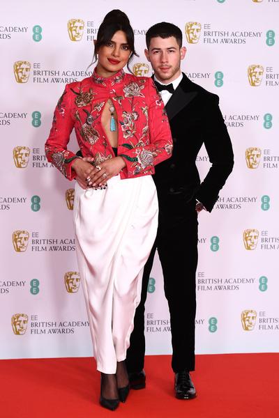 Фото №1 - На шаг ближе к «Оскару»: Зеллвегер, МакЭвой, Хиддлстон и другие звезды встретились на BAFTA-2021