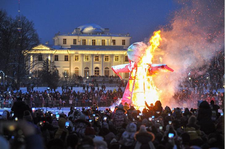 Фото №2 - Провожаем зиму: где в Петербурге погулять на Масленицу