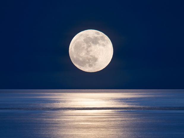 Фото №1 - Как Луна влияет на ваш сон (и что поможет выспаться в любую ее фазу)