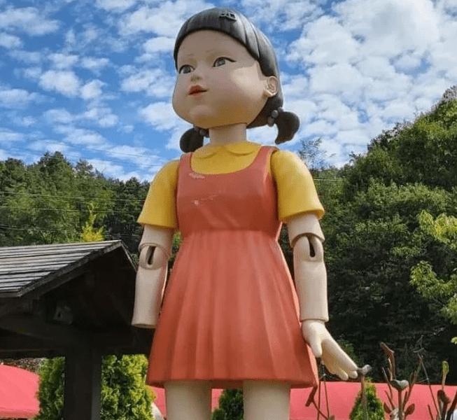 Фото №2 - «Игра в кальмара»: жуткая кукла из дорамы существует на самом деле!