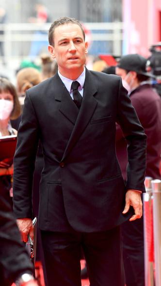 Фото №8 - Теле-BAFTA 2021: самые стильные знаменитости на красной дорожке