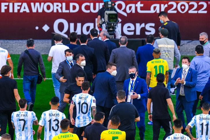 Фото №8 - Минута мячания: пощечина от Рональду, ковидный бардак в Бразилии, сборная России с Карпиным