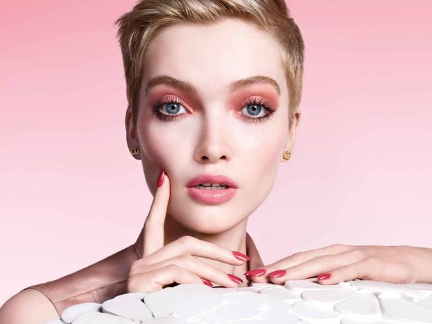 Фото №1 - Pure Glow: 7 незаменимых средств для создания весеннего макияжа
