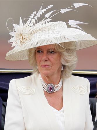 Фото №6 - Шкатулка будущей королевы: любимые украшения герцогини Камиллы