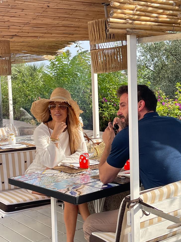 Фото №1 - Минутка нежности: посмотрите на романтические снимки Дженнифер Лопес и Бена Аффлека из отпуска