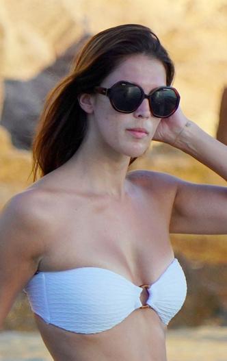 Почувствуй разницу: «Мисс Вселенная» на публике и на пляже без косметики