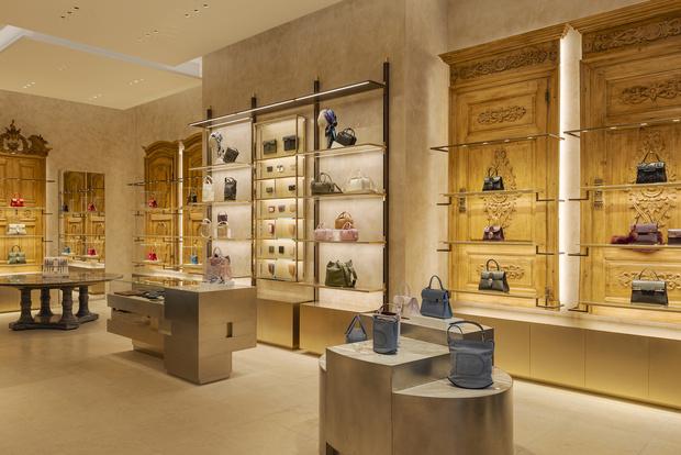 Фото №13 - Новый бутик Delvaux в самом сердце Парижа