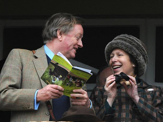 Фото №3 - Месть или любовь: почему королевская семья не верила в чувства Камиллы к Чарльзу