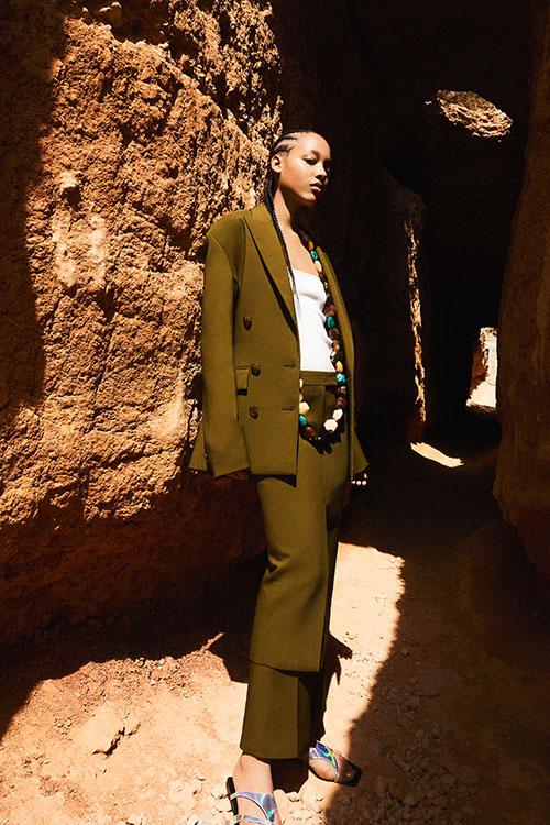 Фото №17 - Цветные шубы, вязаные брюки и венец из перьев: коллекция Attico осень-зима 2021