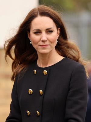 Фото №4 - Возвращение к жизни: первый (и очень королевский) выход герцогини Кейт после траура