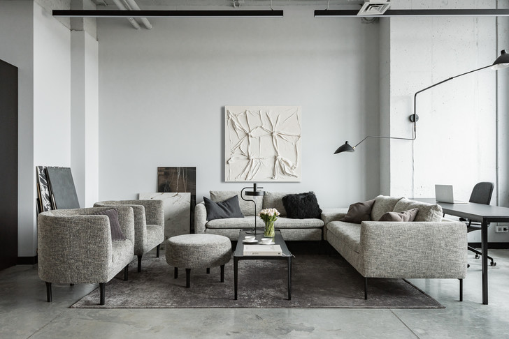 Фото №2 - Монохромный офис дизайн-бюро Simple interiors