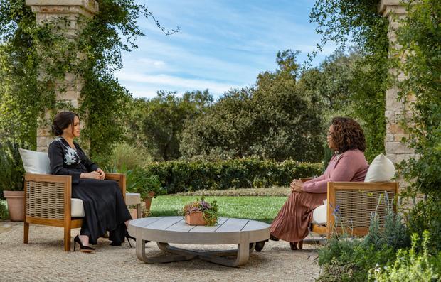 Фото №1 - Расизм в королевской семье и другие откровения Меган Маркл на интервью с Опрой Уинфри