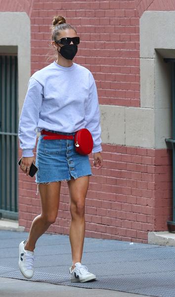 Фото №2 - С чем носить джинсовую юбку летом 2021
