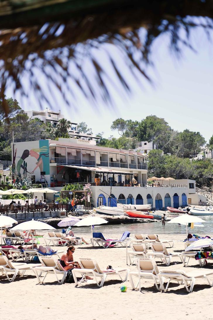 Фото №10 - Романтичный бутик-отель Los Enamorados на Ибице