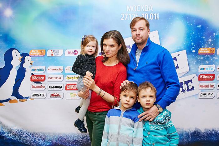 Фото №2 - Мария Киселева с успехом показала премьеру новогоднего шоу на воде