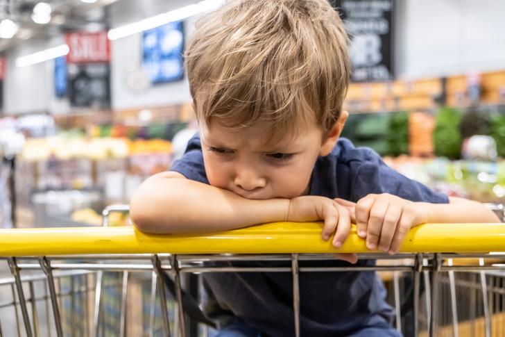 Ребенок разбил товар в магазине, видео, нужно ли платить, ребенок в магазине, ребенок испортил товар, комментарий юриста