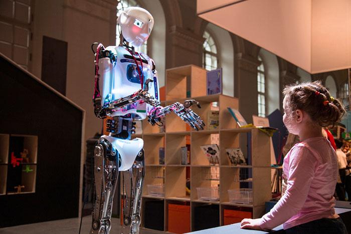 Фото №1 - Гости из будущего: большой обзор самых необычных игрушек нашего времени
