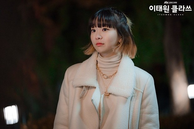 Фото №9 - 12 самых стильных луков героинь из корейских дорам 2020 года