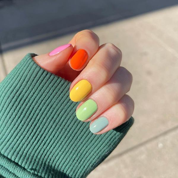 Фото №1 - Skittle nails: 12 идей конфетного маникюра