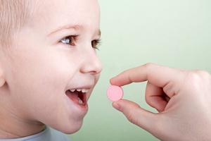 Фото №1 - Мамины хитрости: даем ребенку лекарство
