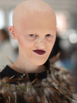 Фото №22 - Страшная сила: 10 моделей с провокационной внешностью, покоривших мир моды