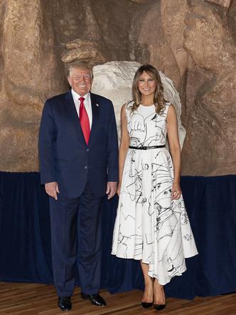 Фото №6 - Лучшие образы Мелании Трамп в 2020 году