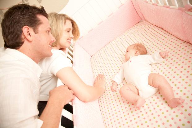 В какой позе должен спать новорожденный ребенок