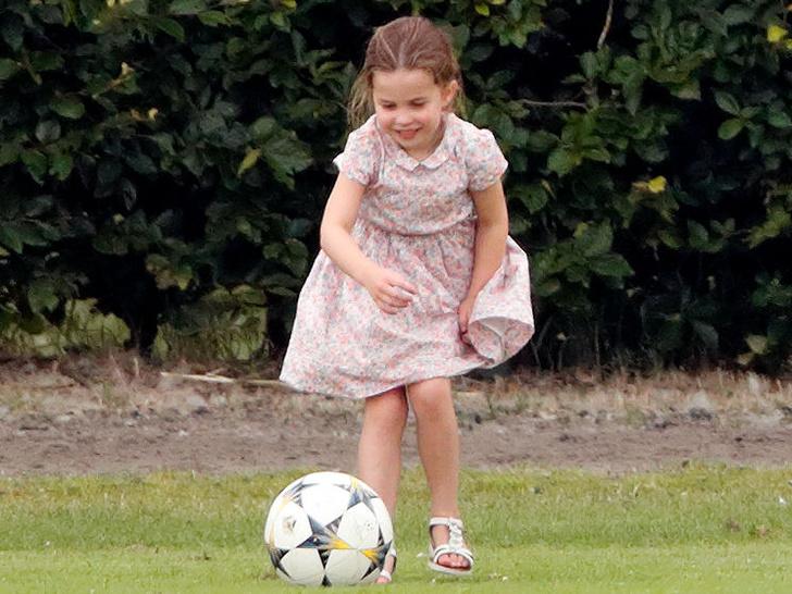 Фото №2 - «Эффект Шарлотты»: в чем юная принцесса скоро обойдет свою маму