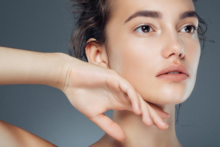 Фото №1 - 5 косметических процедур, эффект которых переоценивают