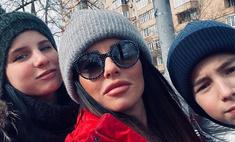 Юля Волкова выглядит старшей сестрой 15-летней дочери и 12-летнего сына