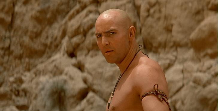 Фото №6 - Как управлять песком: 7 персонажей из фильмов и сериалов, которые тебя научат ⌛