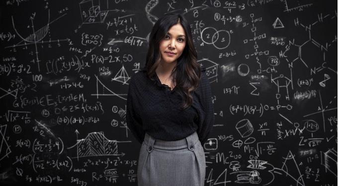 Почему не любят умных женщин?