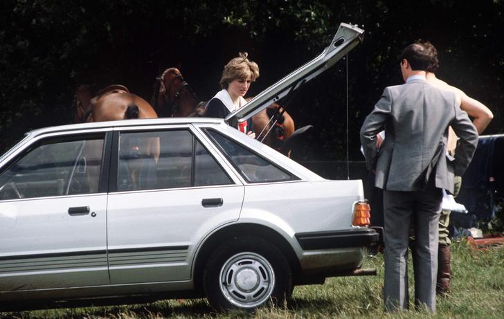 Фото №3 - Совсем не бриллианты: что принц Чарльз подарил Диане на помолвку